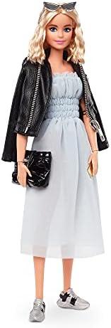 Barbie 芭比 Signature @BarbieStyle 完全可动的时尚娃娃(12 英寸/约30.48厘米金发),带连衣裙、上衣、裤子、2 件夹克、2 双鞋和配饰,收藏家礼物