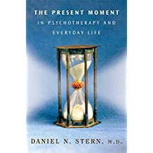 The Present Moment in Psychotherapy and Everyday Life (Norton Series on Interpersonal Neurobiology) (English Edition)