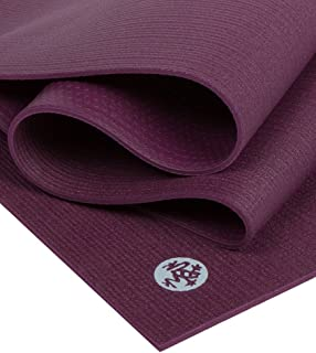 "Manduka PROlite 瑜伽垫 - 优质 4.7 毫米厚垫,环保,环保,环保纺织认证,不含任何化学物质。 高性能抓地力、超厚缓冲垫,可在瑜伽、普拉提、健身房和任何一般健身时提供支撑和稳定性。 Indulge 79\""(Logo颜色变更,..."