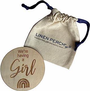 "Linen Perch 出生公告标志和支架 - 个性化木质婴儿出生公告 - *新生儿标志 - 新生儿摄影道具 - 新生儿姓名标签 - ""We 're Having a Girl (Rainbow)"""
