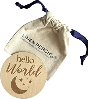 "Linen Perch 出生公告标志 带支架 - 个性化木质婴儿出生公告 - *新生儿标志 - 新生儿摄影道具 - 新生儿姓名标签 - ""Hello World(月亮/星星)"""